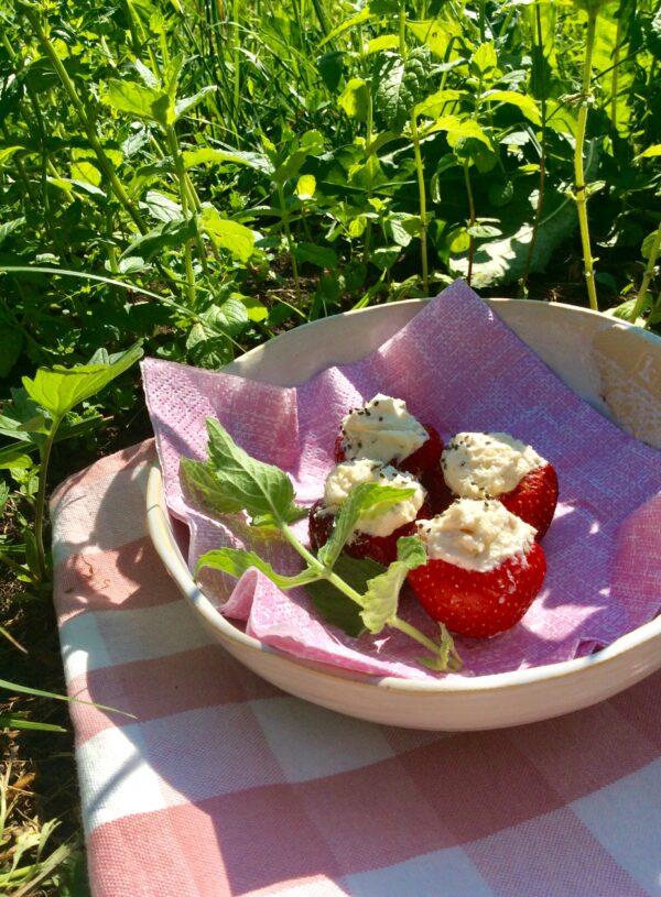 Näputoit_retsept_täidetud_maasikad